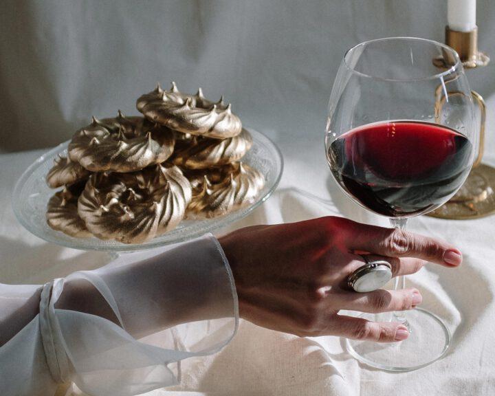 買葡萄酒作投資不好嗎?為什麼強烈不推薦?星座集團(STZ)或者「罪惡股票」ETF(VICE)可能是更佳選擇